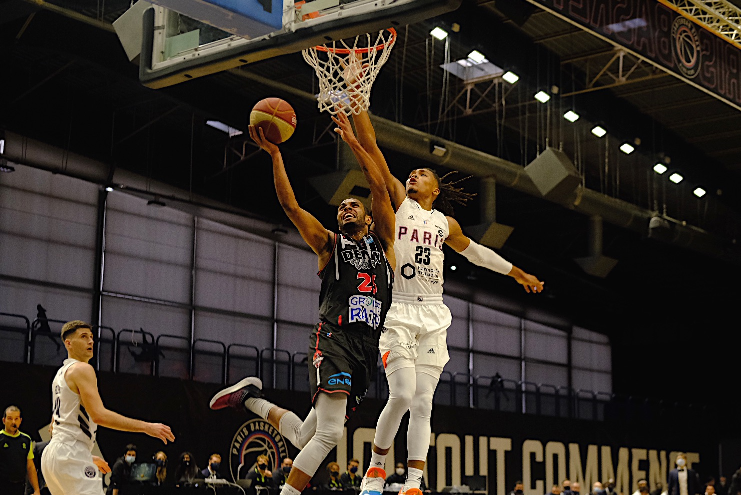 Défaite à Paris Basketball – Les dragons éliminés en Leaders Cup avec les honneurs